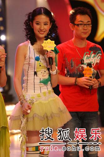 图:刘亦菲线上音乐会写真(12)
