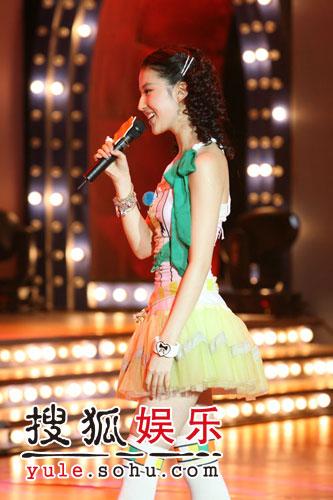图:刘亦菲线上音乐会写真(15)