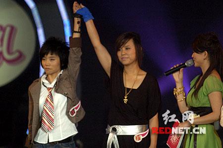 06超级女声8进6现场:两位实力相当的选手PK