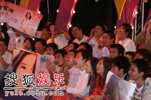 图:刘亦菲线上音乐会写真(6)