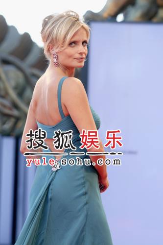 图:威尼斯闭幕 女星伊莎贝拉清凉性感