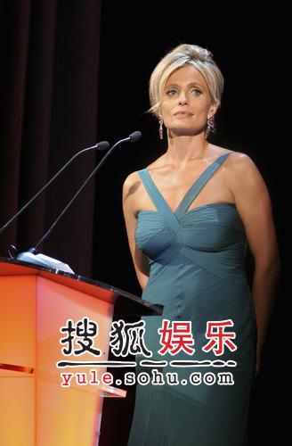 图:意大利女星伊莎贝拉任威尼斯电影节主持