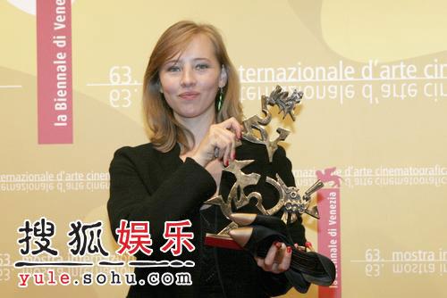 图:威尼斯颁奖 马斯特获青年演员奖