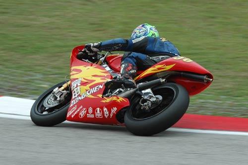 MotoGP雪邦马达轰鸣 中国宗申车队扬威马来西亚