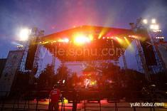 流行音乐节现场晚上