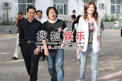 姜培琳艺术中心开学 颁发奖学金鼓励学生(图)