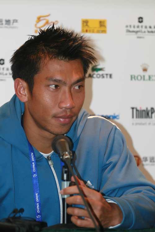 图文:06中网男单正选赛 泰国选手斯里查潘晋级