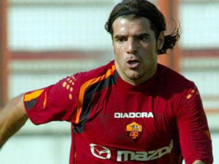 佩罗塔与罗马续约两年 意大利国脚将呆到2010年