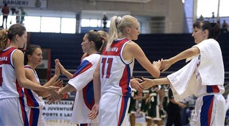 图文:女篮世锦赛俄罗斯胜尼日利亚 球员庆胜利