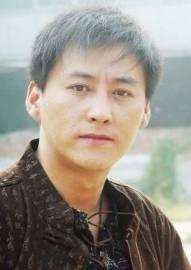 图文:话剧《一个和八个》主演—刘小峰