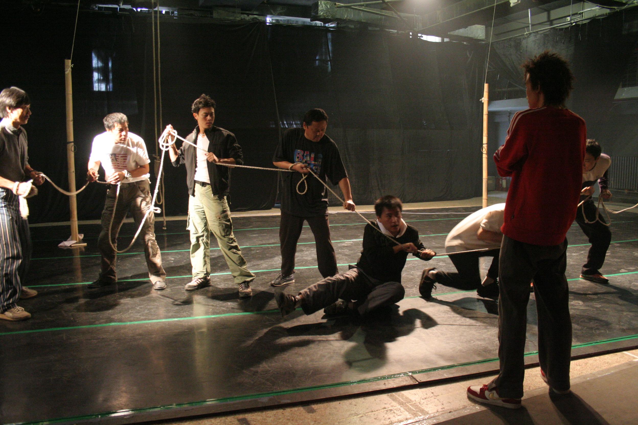 图:话剧《一个和八个》排练照—3