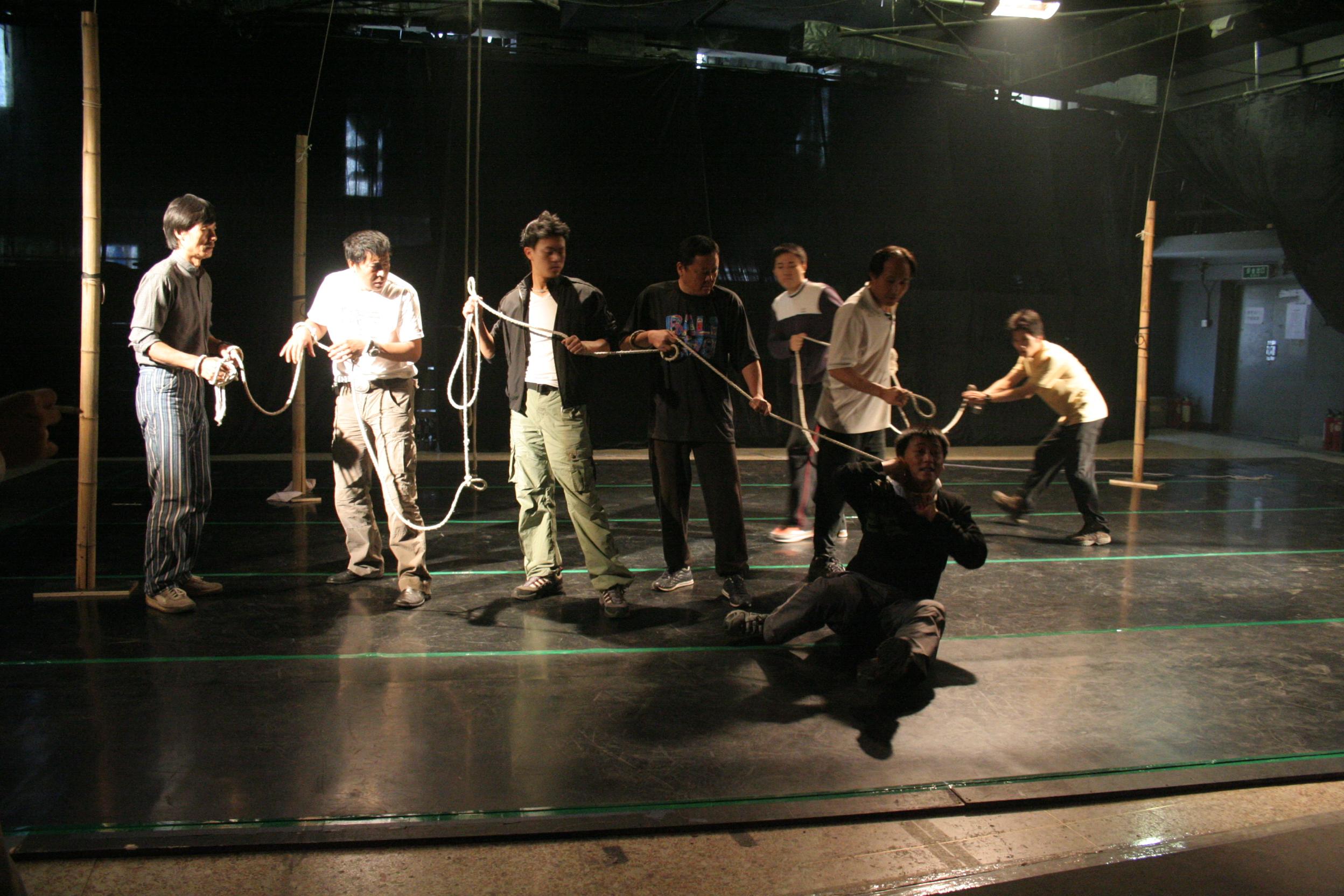 图:话剧《一个和八个》排练照—4