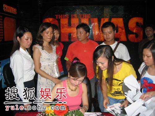 """9月7日,歌手胡杨林带着她的""""香水""""来到了广西-胡杨林携 香水 柳州"""