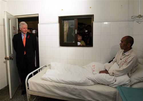 克林顿看望昆明艾滋病人