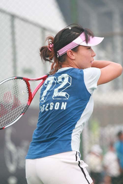 图文:中网训练场地 中国女选手郑洁开始训练