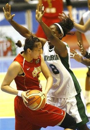 世锦赛图:中国女篮VS尼日利亚 刘丹强行上篮