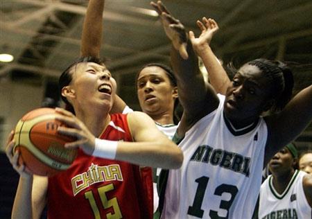 世锦赛图:中国女篮VS尼日利亚 陈楠遭遇犯规