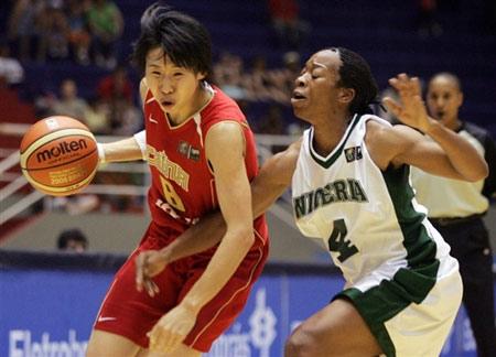 世锦赛图:中国女篮VS尼日利亚 苗立杰高速突破