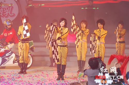 快讯:六超女翻唱蔡依林《玩美》做开场曲