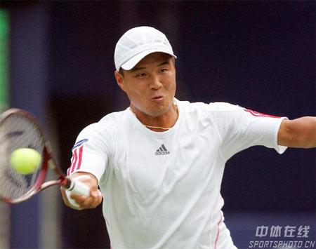 图文:中网男单正赛第三轮 李亨泰在比赛中