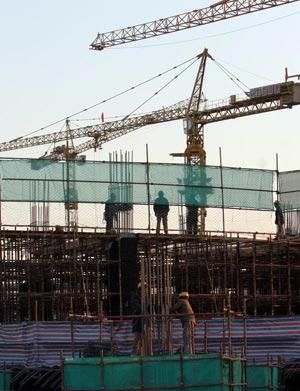 图文:探营国家体育馆工地 工人忙碌的背影
