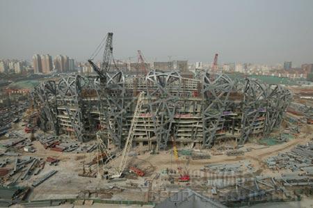 图文:鸟瞰见证鸟巢建设 06年4月5日施工现场