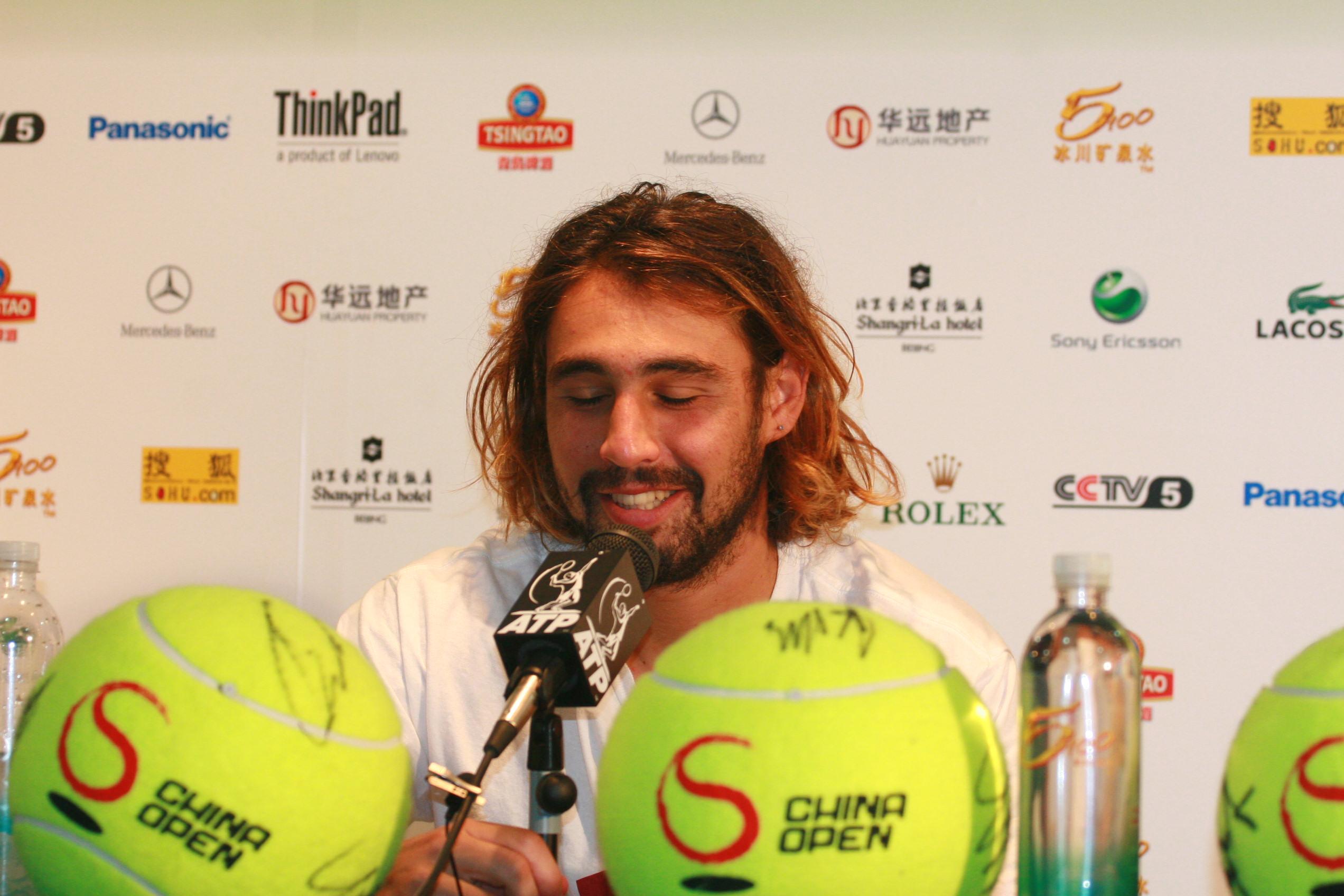 图文:06中网男单半决赛 巴格达蒂斯艰难获胜