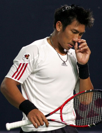 图文:中网男单半决赛 斯里查潘落败黯然离场