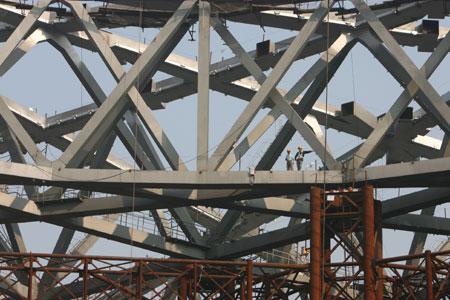 图文:鸟巢实施钢结构卸载 内部钢架结构