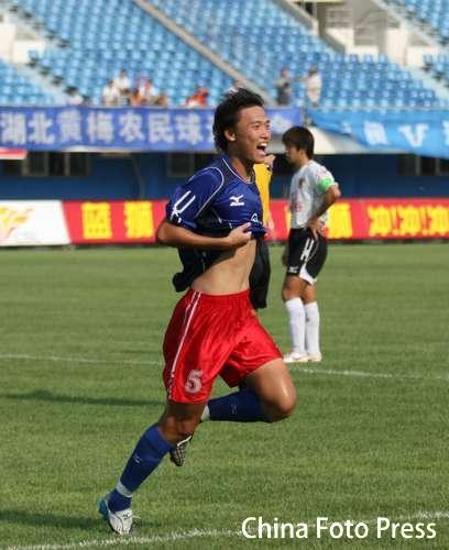 图文: 厦门主场迎战武汉 王博庆祝进球