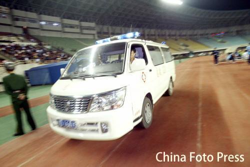 图文:辽宁主场迎战天津 救护车呼啸而至