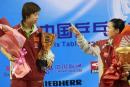 图文:中国乒乓球公开赛落幕 张怡宁与王楠领奖