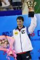 图文:中国乒乓球公开赛落幕 波尔高举奖杯