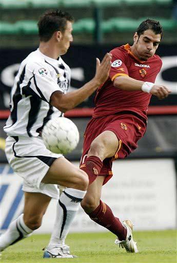 图文:罗马2-0领先锡耶纳 佩罗塔场上拔脚怒射