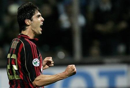 图文:帕尔马0-2负米兰 卡卡进球后振臂庆祝