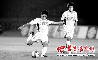 重庆力帆1-1平北京国安 多赛一场仍比青岛少5分