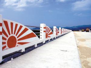 """和兴御和两桥将涂掉疑似""""日本军旗""""图案"""