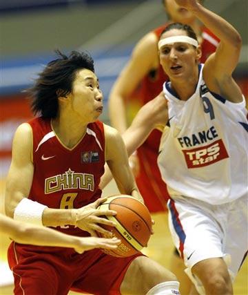 世锦赛图:中国女篮险胜法国 苗立杰带球进攻
