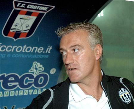 图文:克罗托内0-2落后尤文 德尚赛前准备中