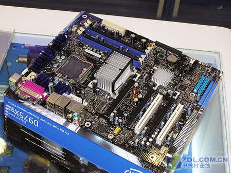 Intel D975XBX主板全貌