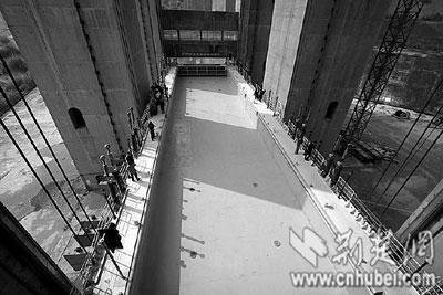 """湖北""""船舶电梯""""验收 三峡升船机明年开建(图)"""
