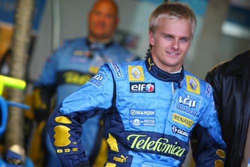 科瓦莱宁称雄银石首日试车 F1赛车让新车手折服
