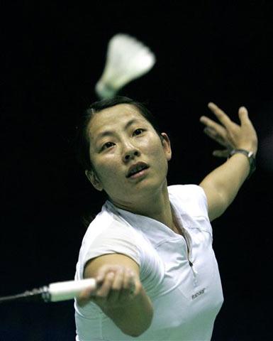 图文:羽毛球世锦赛 德国选手徐怀雯比赛中回球