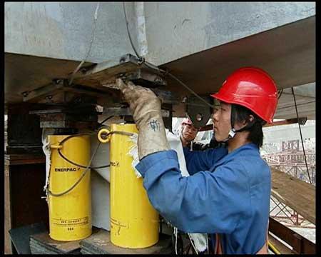 专家评鸟巢钢结构卸载:将极大影响中国建筑行业