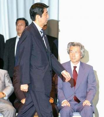 安倍晋三五日后将就任日本首相 小泉热烈祝贺