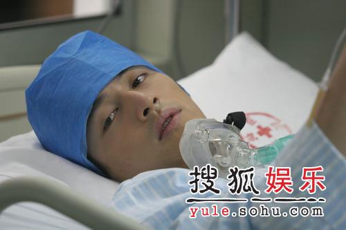 胡歌提前出院 好朋友谢娜曾宝仪香港为其庆生