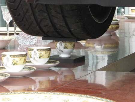 午茶时间 兰博基尼跑车来陪你喝茶(组图)