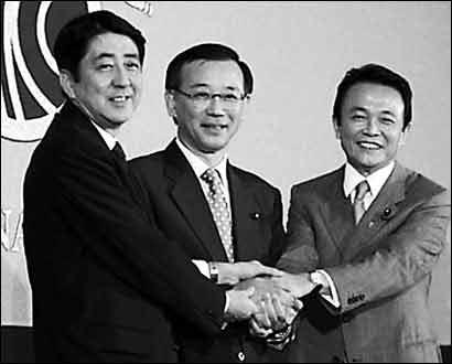 日本选首相看谁会包装 安倍出书是为树形象(图)