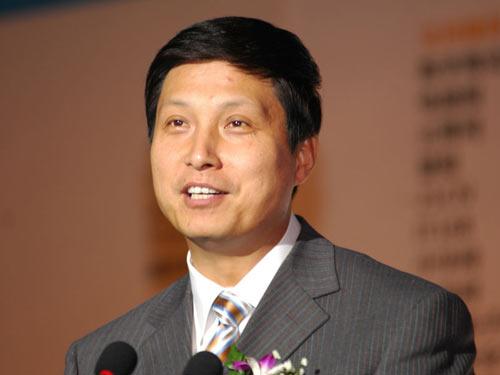 图文:中国移动通信集团副总裁鲁向东发表演讲
