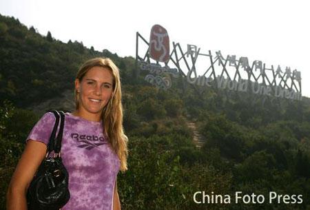 图文:瓦迪索娃游长城 给北京奥运会做宣传